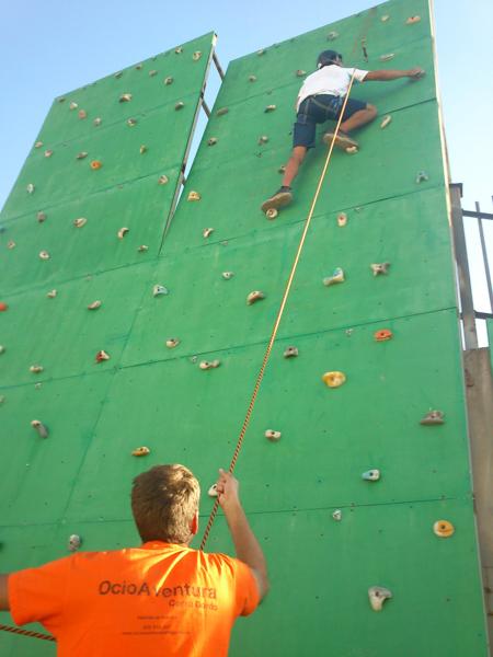 escalada en rocodromo (3)- GUIA TA CORDOBA - OCIOAVENTURA CERROGORDO -