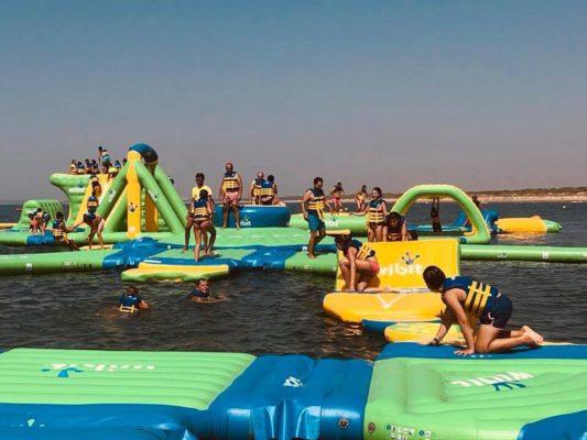 Parque acuático flotante en Huelva